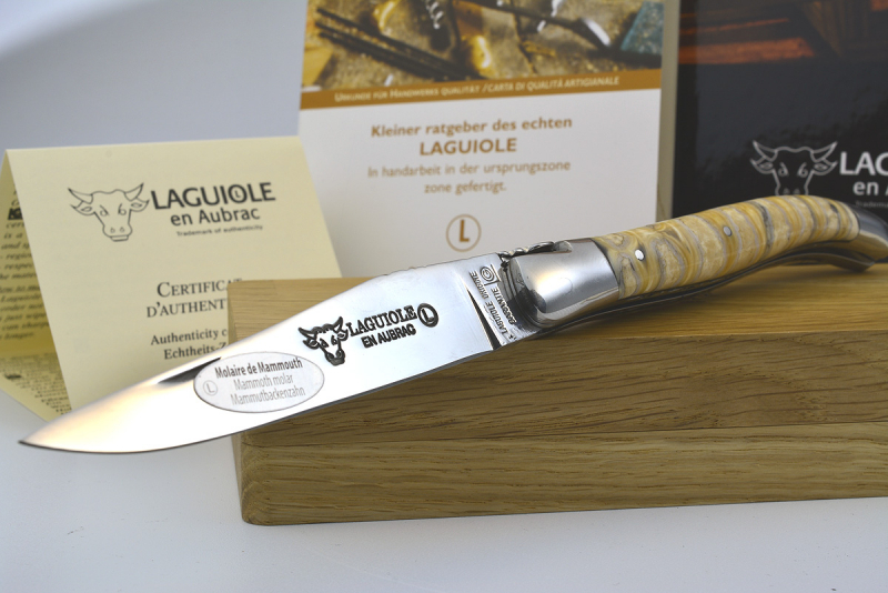 Laguiole en Aubrac knife double breasted with mammoth cheek tooth