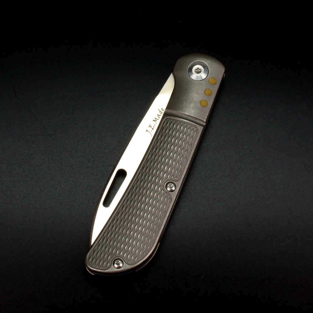 JE Made Knives Zulu satin mit Messingpins CPM S35VN Titan Slipjoint