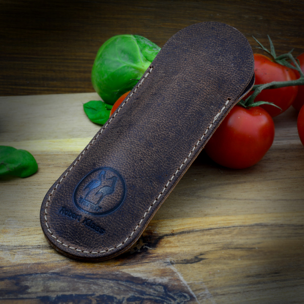 Cheap knife case or pouch for pocket knives by Robert Klaas